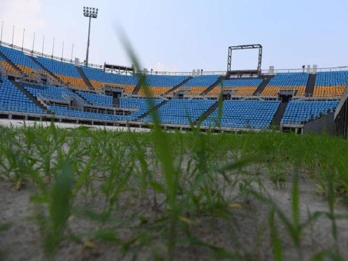Всего лишь десять лет назад на этой беговой дорожке проходили скоростные соревнования, а на поле играли в футбол (Пекин).