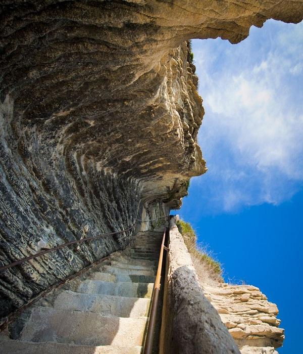 Лестница короля Арагона на острове Корсика (Франция).