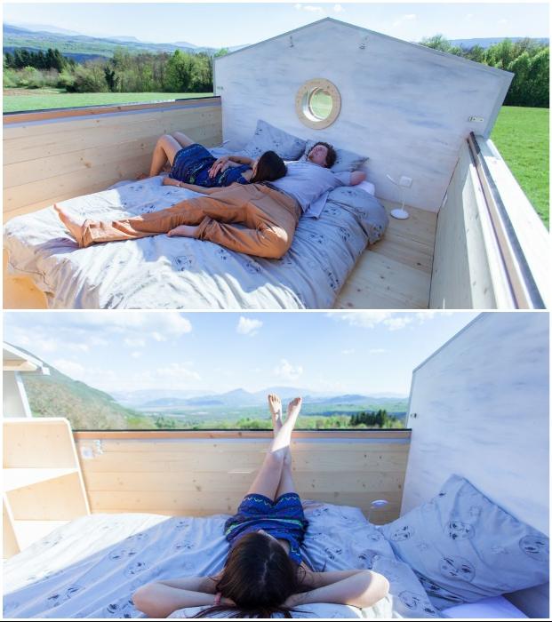 Выдвижная крыша – прекрасное решение для летнего мобильного домика Head in the stars. © Optiniod.