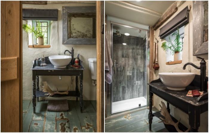 Гостей не смущает «потрепанный годами» интерьер, ведь сантехника вполне современная («Wishbone Cottage»). | Фото: uniquehomestays.com.