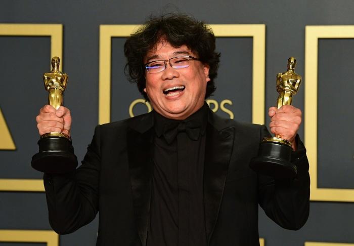 Bong Joon Ho за свой фильм «Паразиты получил 4 Оскара (церемония вручения награды). | Фото: thesun.co.uk.