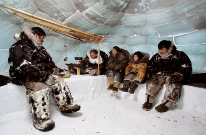 Традиционный интерьер эскимосского иглу. | Фото: travelask.ru.