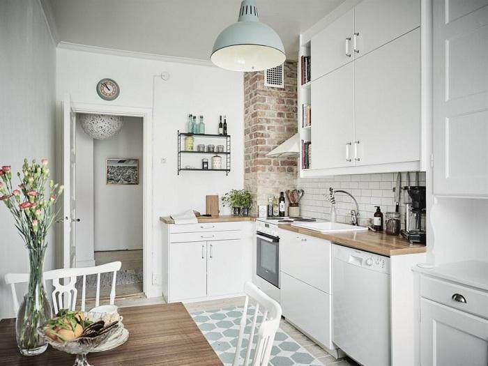 Шкафы до потолка помогут сэкономить место.