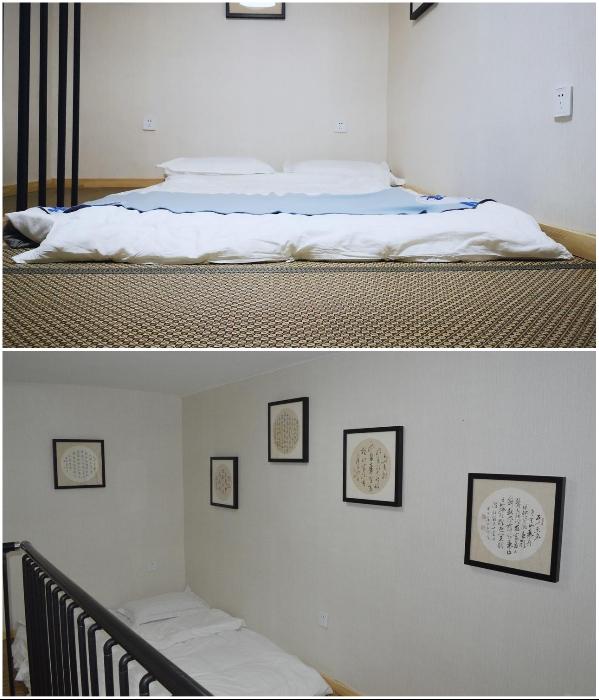 В отеле есть номера, в которых вместо кровати разложен двуспальный матрас на полу («Liuyue Capsule Hotel», Китай). | Фото: liuyue-capsule.tianjintophotels.com.