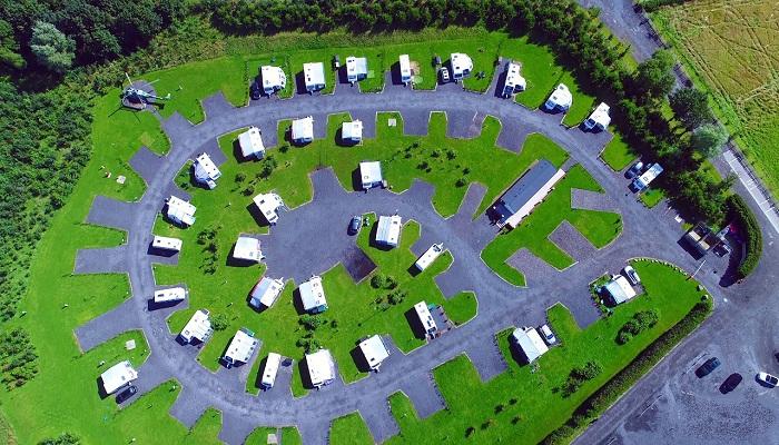 Вид на парк с высоты птичьего полета (Ream Hills Caravan Park, Великобритания). | Фото: YouTube.