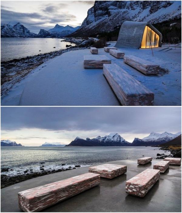 На открытой смотровой площадке расположено несколько скамеек и стол из розового норвежского мрамора (Зона отдыха Ureddplassen, Норвегия). | Фото: ukrinform.ru/ Steinar Skaar/NPRA.