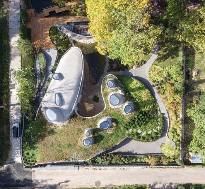 «Дом в ландшафте» – проект, в котором ярко отражены футуристическая и органическая архитектура, естественная красота ландшафта. | Фото: arquitecturaydiseno.es.