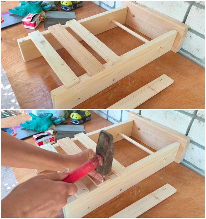 Процесс подготовки и сборки лицевой и задней части полки. | Фото: youtube.com/ © Шебби-Шик.