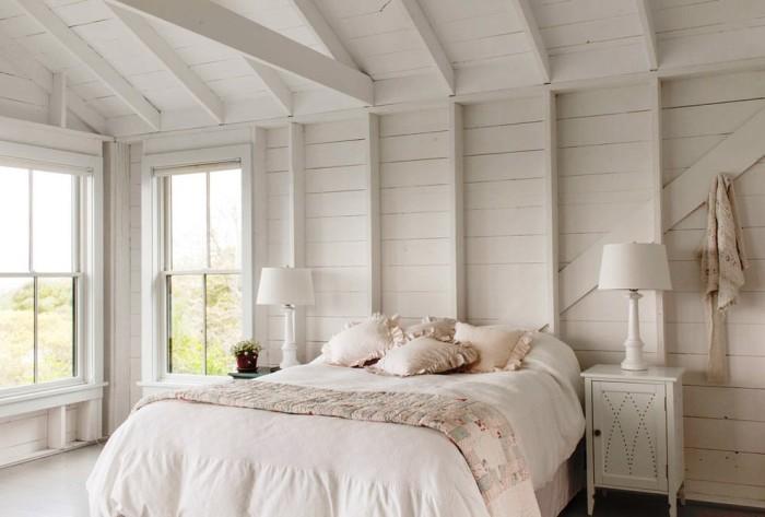 С помощью белого цвета можно создать спальню похожую на утопающий в облаках райский уголок. | Фото: interiorsroom.ru.