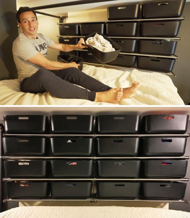 На втором уровне получилась спальня и мини-гардеробная в виде полок с контейнерами. | Фото: jutarnji.hr.