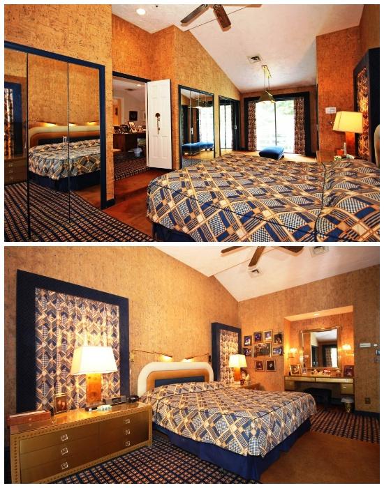 Спальную комнату украшают огромные зеркала (ретро-дом в Фрамингеме, США). | Фото: travelandleisure.com.