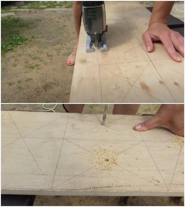 Лист фанеры нужно вырезать по размеру и сделать отверстия.