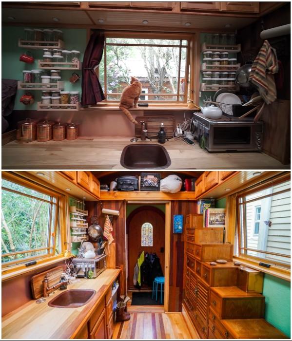 Вполне благоустроенная кухня крошечного домика («Lucky Penny», США). | Фото: inyhousegiantjourney.com./ youtube.com, © Tiny House Giant Journey.