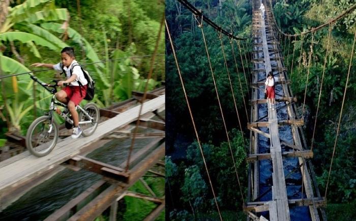 Чтобы не обходить 6 километров, дети переправляются по акведуку.