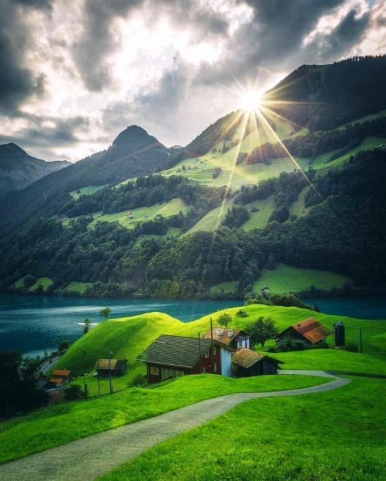 Деревня Альбинен расположена на высоте 1300 метров над уровнем моря, на солнечном горном склоне (Швейцария). | Фото: news.finance.ua.