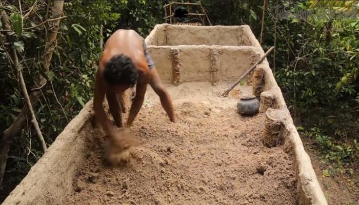 Облицевал стенки бассейна бамбуком.