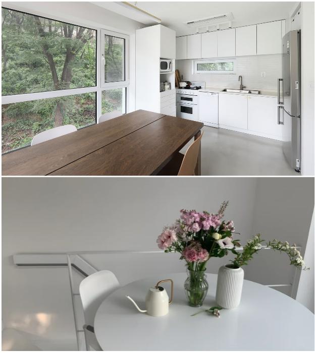 В кухне столовой есть не только большой стол для размещения компании гостей, но и уединенная изящная зона для романтического ужина (Seroro House, Сеул).