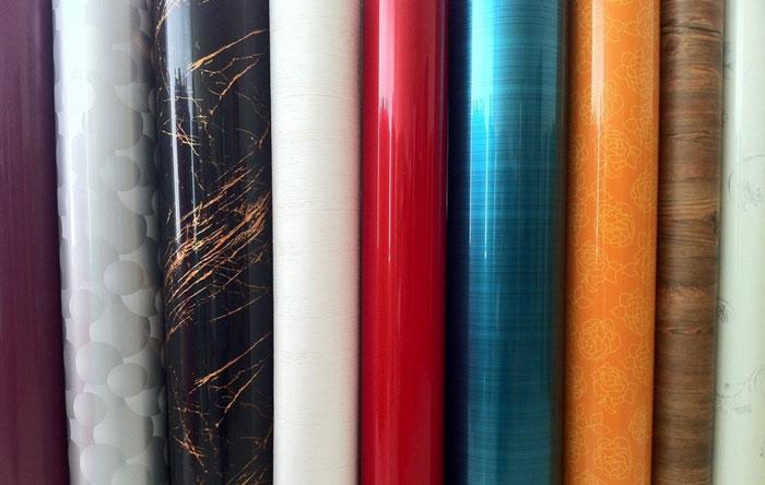 Самоклеящаяся виниловая пленка –красивое и достаточно доступное по стоимости покрытие. | Фото: fortstroi.com.ua