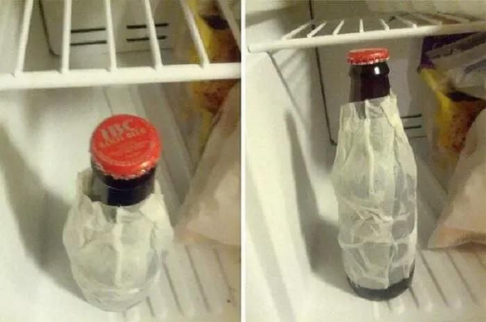 Маленькая хитрость с мокрым бумажным полотенцем поможет охладить напитки в считанные минуты. | Фото: tastefullyoffensive.com.