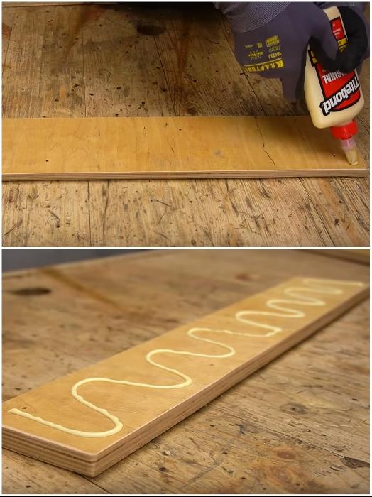 Дополнительную планку для укрепления основы под удержание конструкции полки-стеллажа сначала нужно приклеить. | Фото: youtube.com/ © Men's Craft.