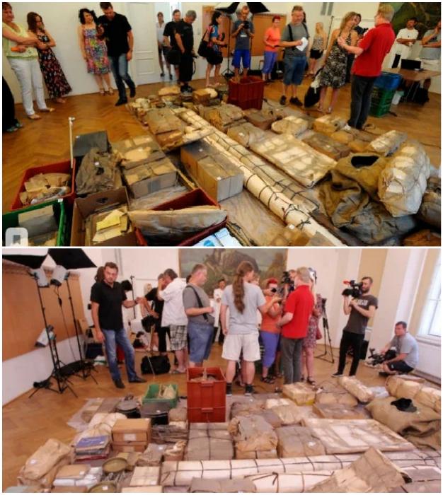 За поиском тайника и разбором вещей наблюдали репортеры, общественность и работники музеев. © Posnavatel TV.