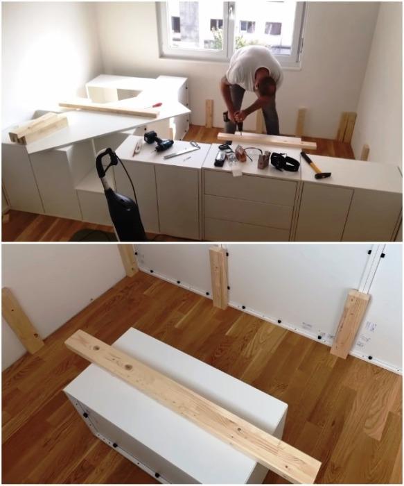 По центру пространства отведенного под спальное место нужно установить опору. | Фото: youtube.com/ DIY Floyd.