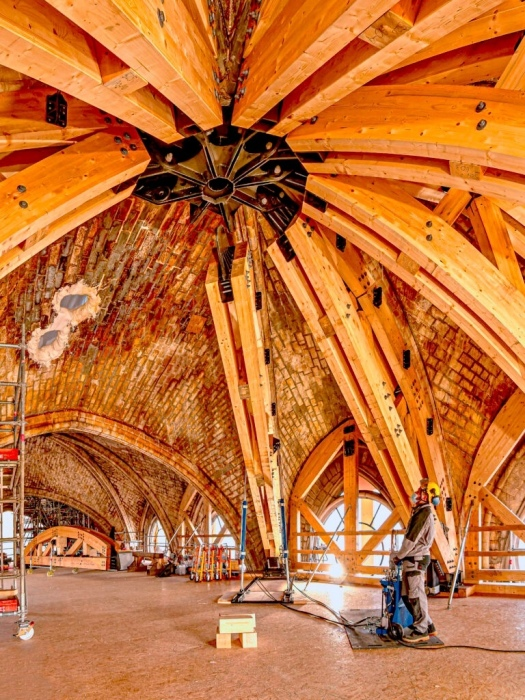 К восстановительным работам уже подключены специалисты разных отраслей (Собор Парижской Богоматери, Франция).  | Фото: pikabu.ru.