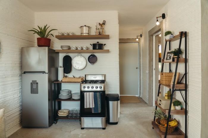 Кухня в полной комплектации станет прекрасным подарком для малоимущих граждан. | Фото: newatlas.com/ © New Story.