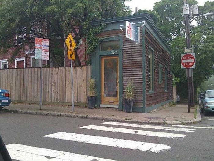 Дом в Нью-Йорке, построенный назло жадному соседу.