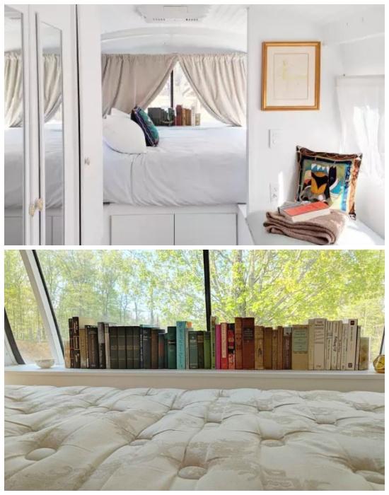 Спальня эко-дома на колесах расположена в задней части автобуса («Greyhound»). | Фото: interestingengineering.com.