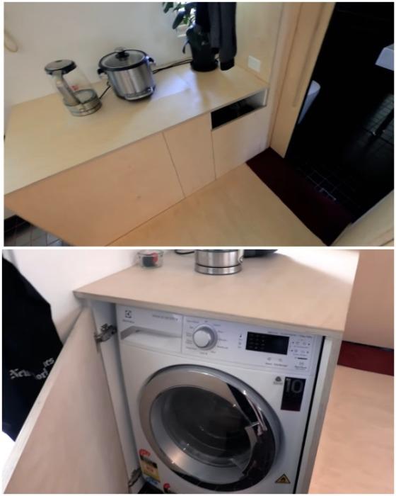В крошечной прихожей удалось установить стиральную машинку. | Фото: youtube.com.