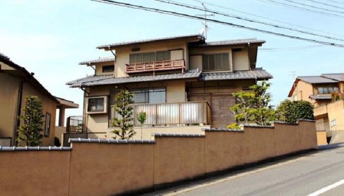 Японское правительство запустило программу, по которой раздает жилье бесплатно либо продает за символическую плату.