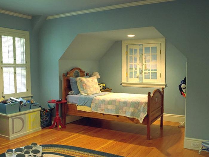 Ложное окно в глухом углу спальни.