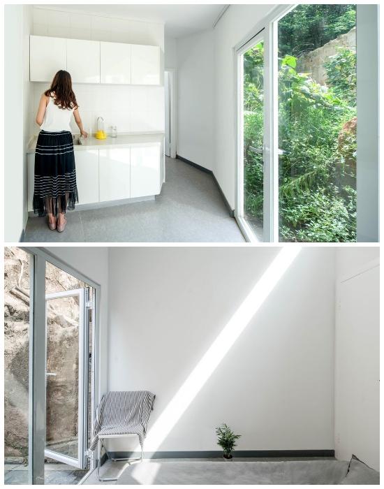 В крошечном домике (20 кв.м) кухня более просторная и есть гостиная (Plugin House, Китай). | Фото: thecsrtimes.com.