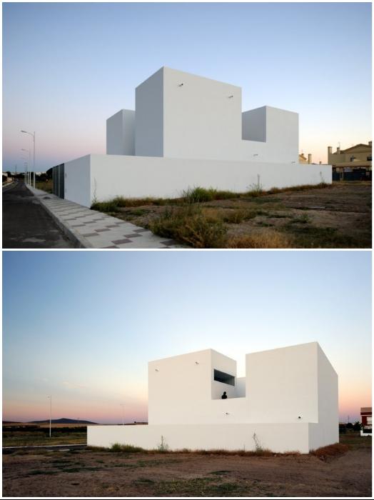 Нестандартный проект дома для любителей изолированной жизни сделала строительная компания «Estudio Arquitectura Hago» («RG House», Badajoz).   Фото: archcenter.org.