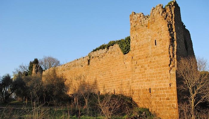 Замок XI века Кастелло ди Блера в Лацио, который тоже нужно восстанавливать (Италия). | Фото: rumedia24.com.