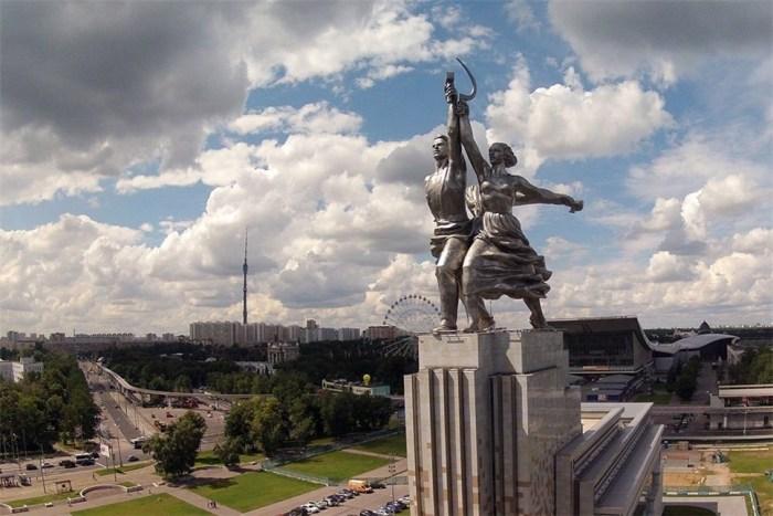 «Рабочий и колхозница» — эта грандиозная скульптурная группа превратилась в символ огромной страны (Москва). | Фото: news.rambler.ru.