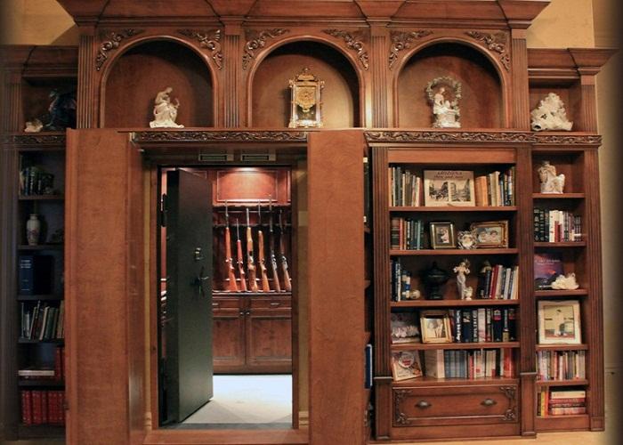 Тайная комната для хранения оружия.
