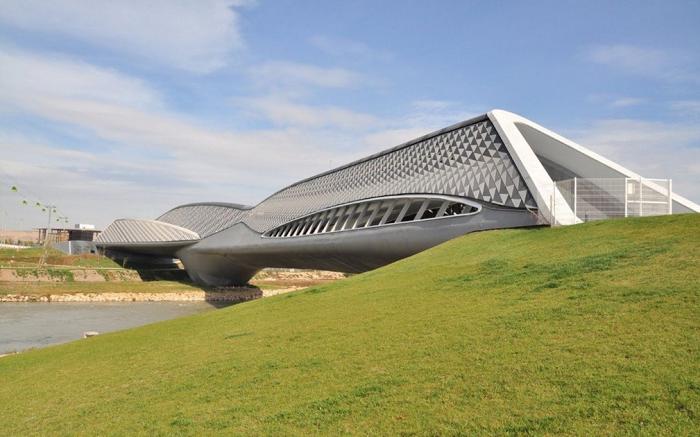 Мост-павильон Zaragoza Bridge был создан для Международной выставки «Экспо-2008» (Сарагоса, Испания). | Фото: arch2o.com.