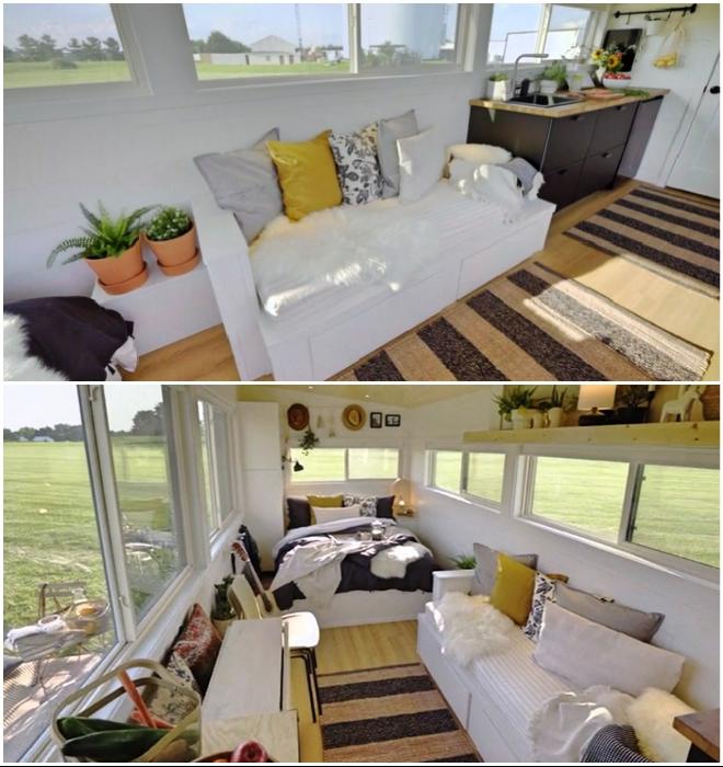 Зона гостиной в мобильном доме на колесах Ikea Tiny Home.