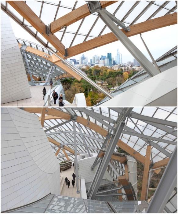 На открытых площадках отлично видно и саму конструкцию сооружения и панораму города (Fondation Louis Vuitton). | Фото: theavantguardian.com.