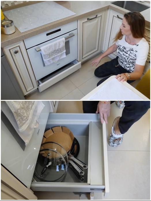 Цоколь под встроенным духовым шкафом использовали для установки вместительного выдвижного ящика. | Фото: youtube.com/ © Irin Andrez.