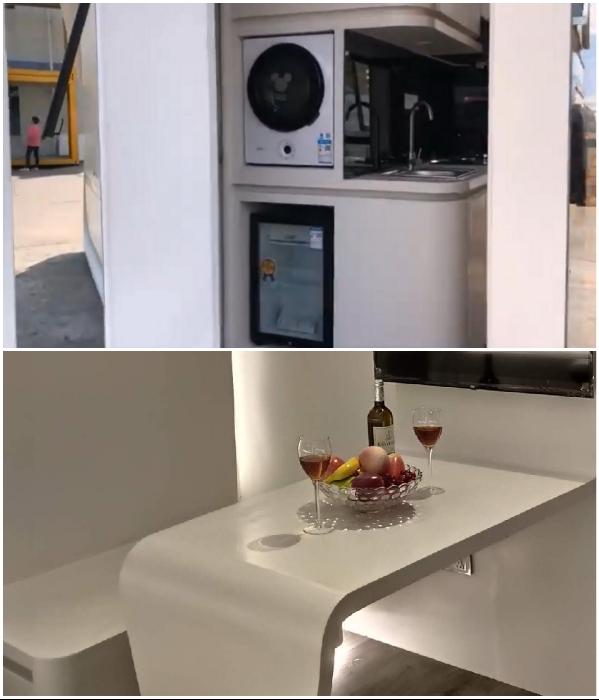 Малогабаритная бытовая техника и трансформирующаяся мебель позволили создать полноценные жилые зоны («Cube Two»). | Фото: nestron.house/ tinyhousetalk.com.