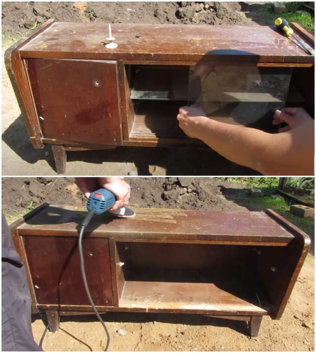Перед реставрационными работами следует убрать фурнитуру, пазы и снять лакокрасочное покрытие.