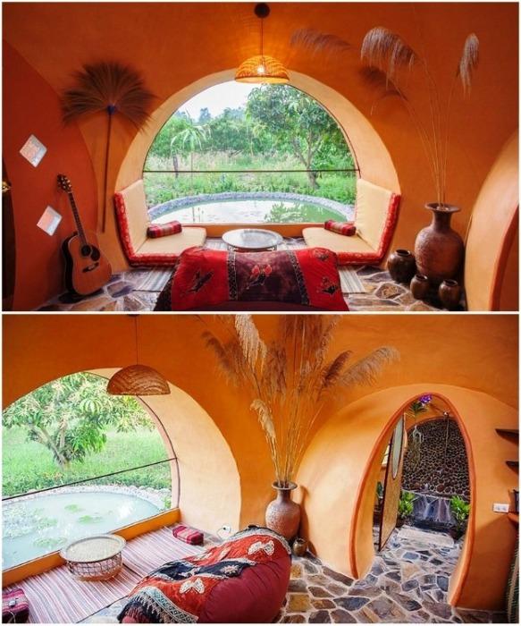 Благодаря большим окнам гостиная получилась светлой и уютной (Earthen Dome Home, Таиланд). | Фото: batdongsan.com.vn/ ©Steve Areen.