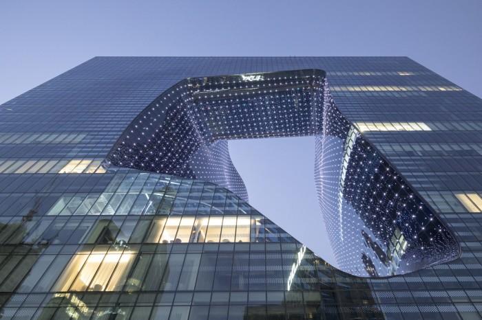 Для создания криволинейной пустоты высотой в 8 этажей прибегли к цифровому 3D-моделированию («The Opus», Дубай). | Фото: newatlas.com/ © Laurian Ghinitoiu.
