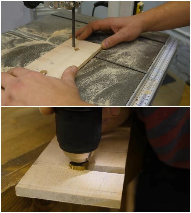 С помощью пилы и дрели нужно сделать специальные отверстия.