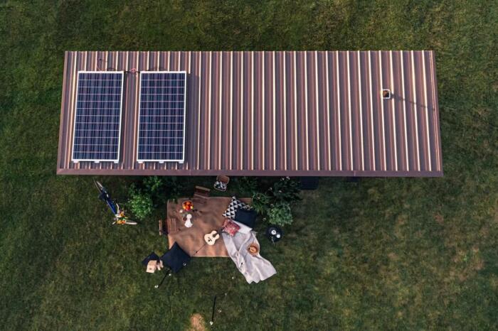 Солнечные панели в полной мере обеспечат работу бытовых и осветительных приборов необходимых для комфортного проживания (Ikea Tiny Home). | Фото: newatlas.com.