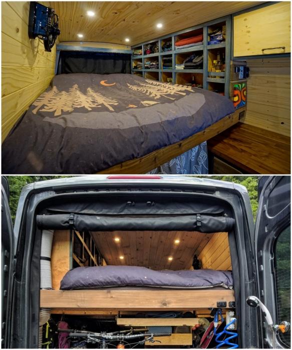 Спальное место обустроили на втором уровне автомобиля Ford Transit. | Фото: boredpanda.com.