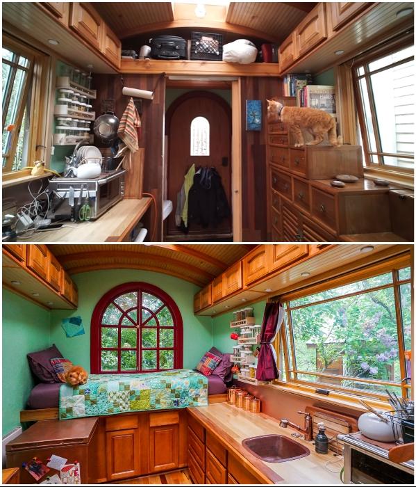 Навесные шкафчики и глубокая открытая полка позволяют уместить много вещей/предметов («Lucky Penny», США). | Фото: tinyhousegiantjourney.com./ youtube.com, © Tiny House Giant Journey.